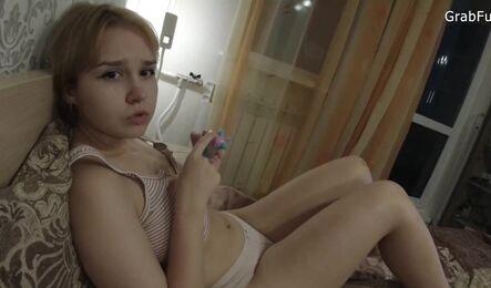 Молодая подружка даже и не ожидала, что настолько кайфанет от кунилингуса